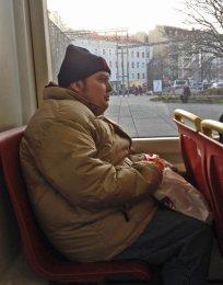 Da ich jeden Tag in die Werkstätte gehe und mir der Nachmittag mit meinem Betreuer zwar Spaß gemacht hat, war ich doch ziemlich müde vom Alltag und war froh einen Sitzplatz in der Straßenbahn zu bekommen.